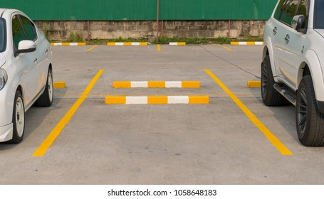 Parking lot place In outdoor locations Department store