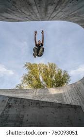 Parkour Jump on walls  Freerunning