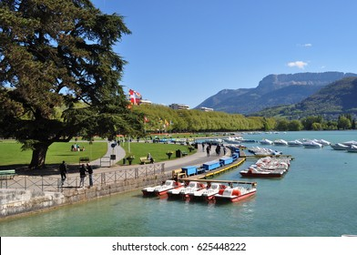 Parks in Annecy. View on the lake . France . The boats .