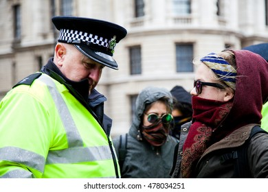 Parliament Square, Westminster, London, UK 5 March 2016 � Hundreds of protesters stage a demonstration organised by London2Calais group against the recent events in the refugees camps in Calais.
