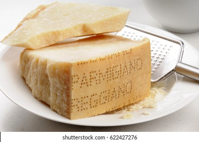 PARMIGIANO REGGIANO PARMESAN CHEESE WITH GRATER