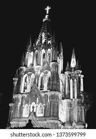 Parroquia de San Miguel Arcángel - black & white