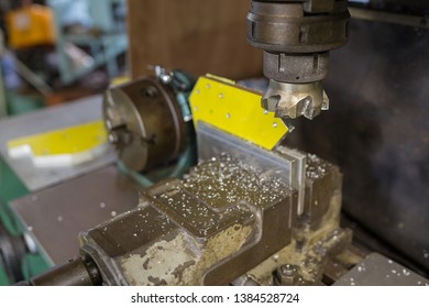 Part milling with milling cutter