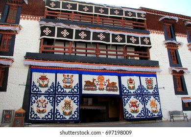 the part of the Potala Palace, with the people republic of China flag inside as well as many windows, curtain, Brick wall, Potala Palace square, Tibet Admiralty, golden chimes and Colored prayer