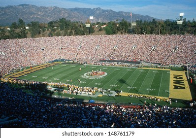 PASADENA, CALIFORNIA - CIRCA 1999: Opening kickoff at 77th Rose Bowl Game in Pasadena, California