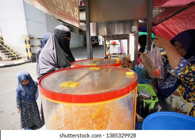 Pasar Siti Khadijah,Kelantan.Malaysia. Taken on 20 April 2019. street water dealers at Siti Khadijah Traditional Market.