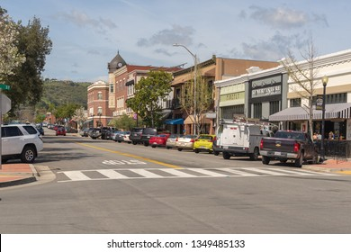 Paso Robles, EUA, CA - March 25, 2019: Downtown Paso Robles at sunset, Central California, USA. - Image