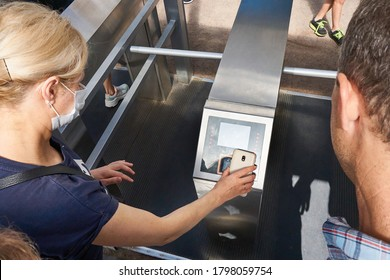 Pass through the turnstiles with a smartphone and electronic technologies