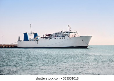Passenger car and commercial vehicle ro-ro ferry in the sea