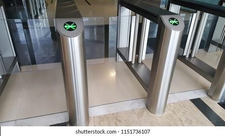 Passenger control gate barrier