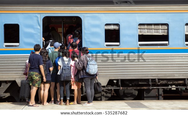 The passengers try to get on train