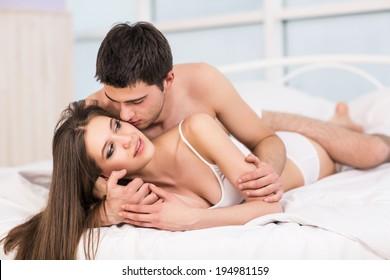 Видео парни в кровати думаю