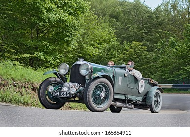 PASSO DELLA FUTA (FI), ITALY - MAY 18: unidentified drivers on an old racing car Bentley 4 1/2 Litre Supercharged (1930) runs in rally Mille Miglia, on May 18, 2013 in Passo della Futa (FI) Italy