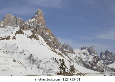 The Passo Rolle is an alpine pass that connects the Val di Primiero with the Val di Fiemme via the state road 50 connecting San. Martino di Castrozza with Bellamonte fraction of Predazzo.