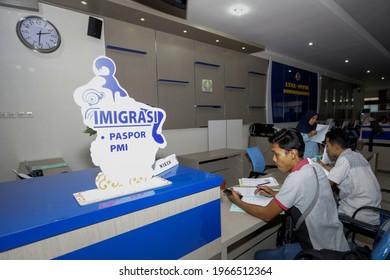 Passport making services in Class II Cilacap Immigration at the Banyumas District Public Service Mall ( Mal Pelayanan Publik Kabupaten Banyumas ).Purwokerto, August 26, 2019.
