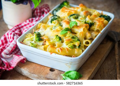 Pasta bake with broccoli and chicken