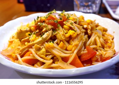 Pasta with fresh corn and tomatoes and smoked chicken