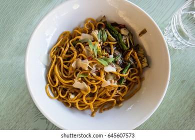 Pasta linguine with artichoke