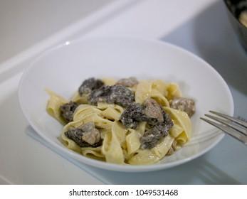Pasta With Morel Mushroom Cream Sauce