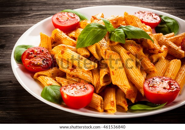 Pasta mit Pesto-Sauce und Gemüse