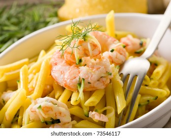 pasta with shrimp and zucchinis