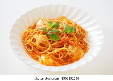 Pasta with simple tomato sauce