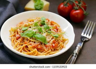 pasta spaghetti with tomato sauce and basil