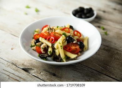 Pasta with tomatoes and sardines