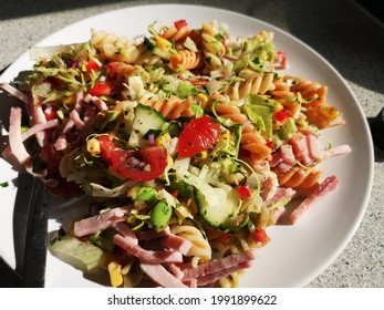 Pastasalad with herbs and ham