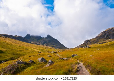 Path leading into the wild - The cobbler - Scotland