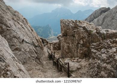 Pathway o the big world war in the Marmolada massif