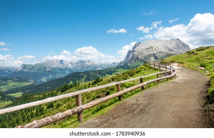 Pathway to Sassopiatto, Seiser Alm, Alpe di Siusi