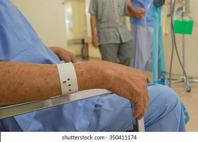 A patient in the hospital, Asian elderly man hand