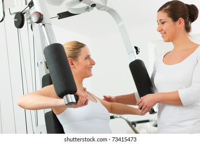 Patient at the physiotherapy making physical exercises