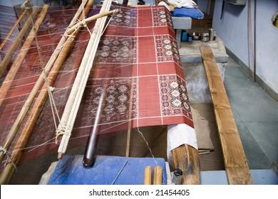 Patola weaver tie dye threads then weave Oct 2008
