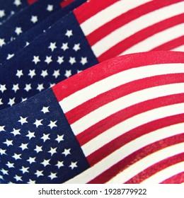 Patriotisch-Amerikanisches Flaggenblasen in Wind