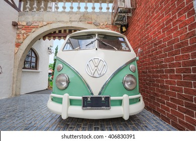 PATTAYA CHONBURI - APRIL,17  : The Volkswagen retro vintage van is parked in Swiss sheep farm Where have many tourists visiting here every holiday.THAILAND APRIL,17 2016