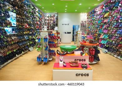 5b4c8a47f05fbe crocs shoes Images