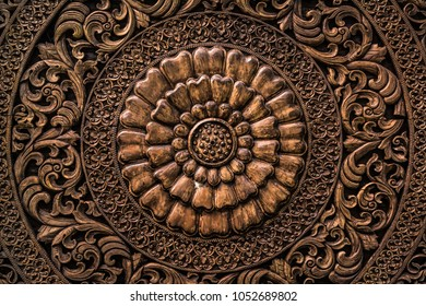 The pattern of flower carved on the wooden