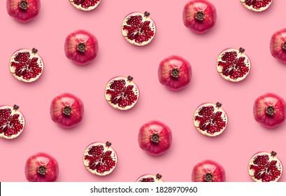 Muster frischen Granatapfels auf rosafarbenem Hintergrund, Draufsicht, flach