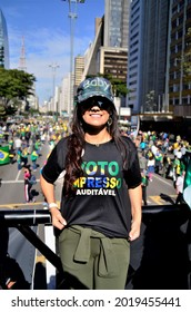 """São Paulo, Brazil, 1st August, 2021: Juciane Cunha in the sound car with the T-shirt written: """"Auditable Print Vote"""" at the demonstration for the auditable print vote on Paulista Avenue"""