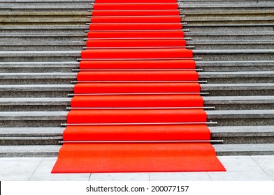 pave in red carpet stairs entrance