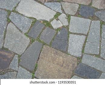 Paving blocks made of asymmetrical stone