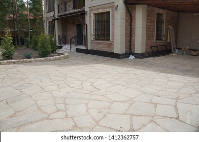 paving of the site with white Sandstone in garden design