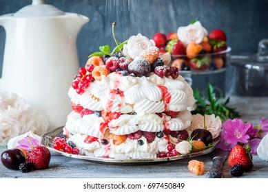 Pavlova cake with berries