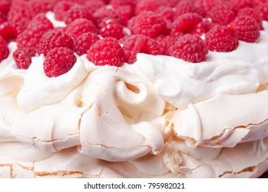 Pavlova cake with raspberries