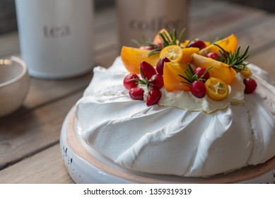 Pavlova, meringue-based cake with fresh fruit