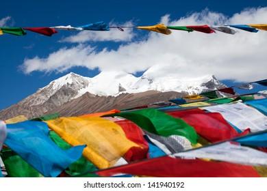Payer flagers under Mount Nyenchen Tanglha Tibet