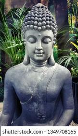 Peaceful Buddha Skulpture