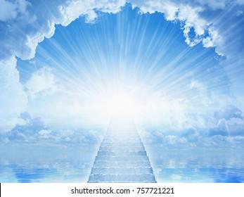 Мирный небесный фон - свет с неба, лестница на небо, свет надежды в голубом небе